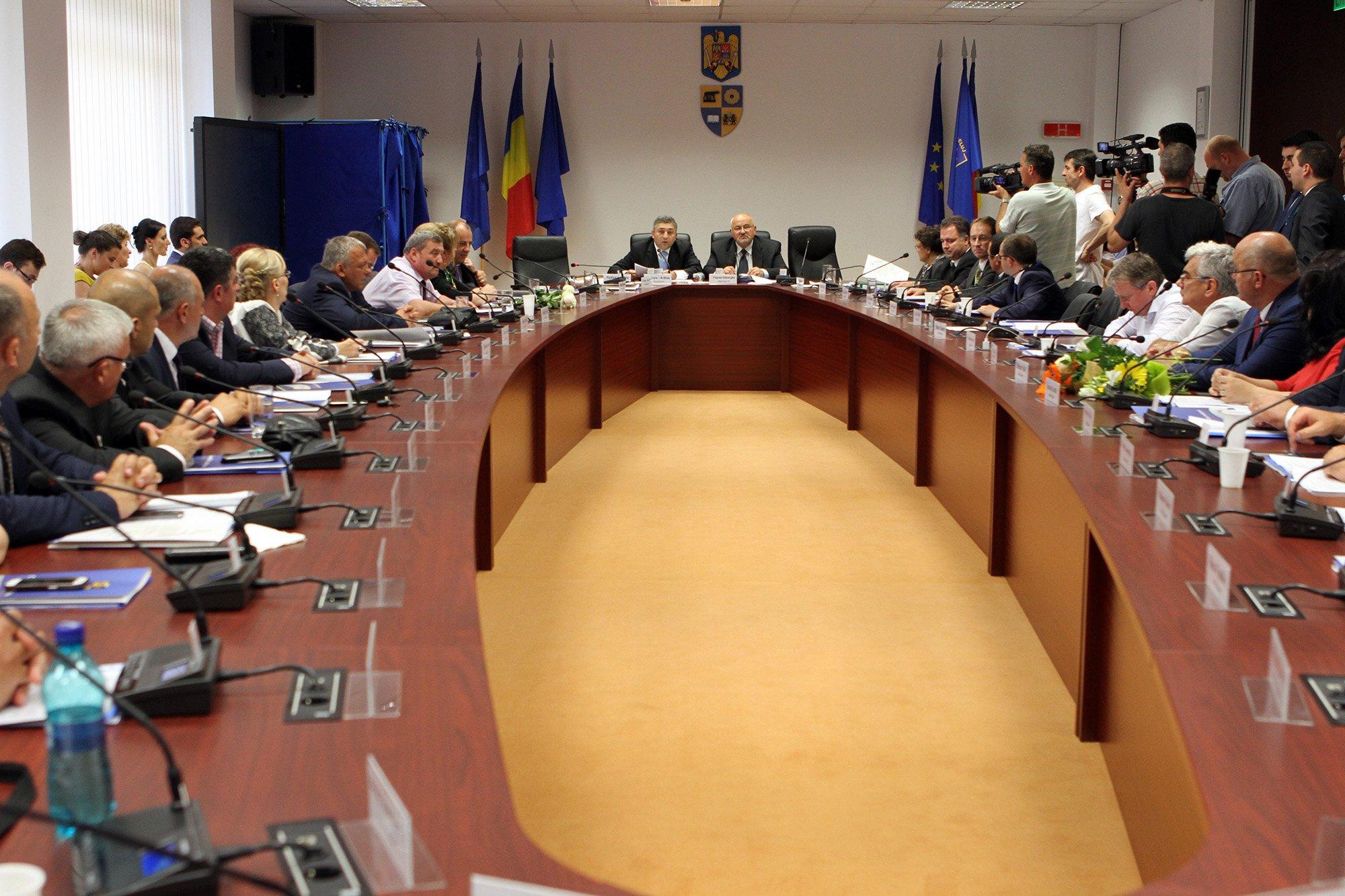 Consiliul Judeţean are o nouă conducere. Alin Tişe a redevenit preşedinte